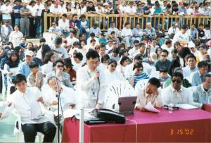 """Ka Bert"" speaking before the Philippine Senators during 2002 OAV Bicameral Meeting at Philippines Embassy-Riyadh"